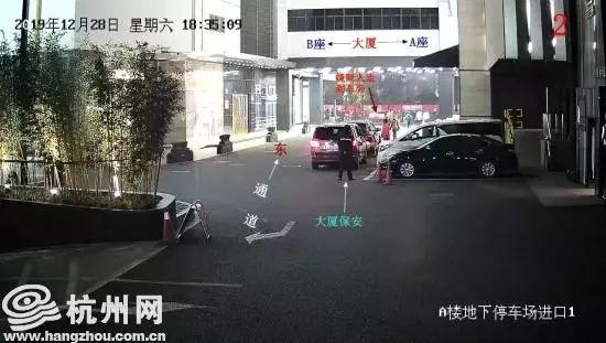 男子杭州大厦抢包,1分钟不到被制服!全城寻找两位挺身而出的小伙……