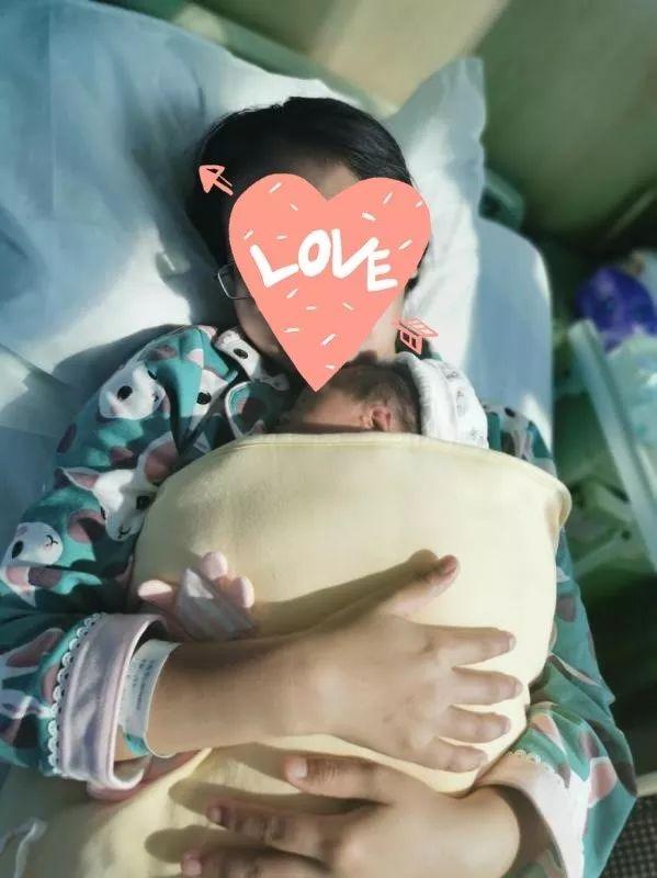 袋鼠式护理圆了她的母乳喂养梦