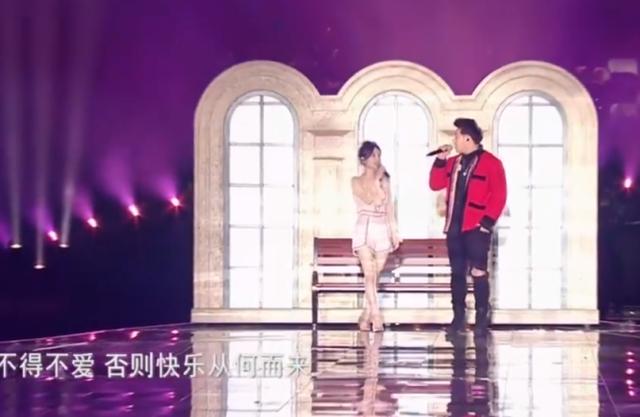 冯提莫与潘玮柏合唱登热搜,经典歌曲唱出回忆,网友:声音太甜了