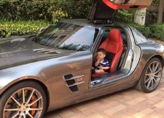 """""""接孩子开800万迈巴赫,显摆什么"""",家长:这是我家最便宜的车"""