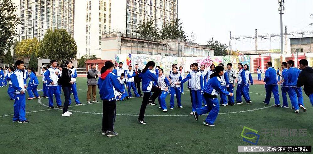 北京十八中初二年级大课间活动丰富多彩