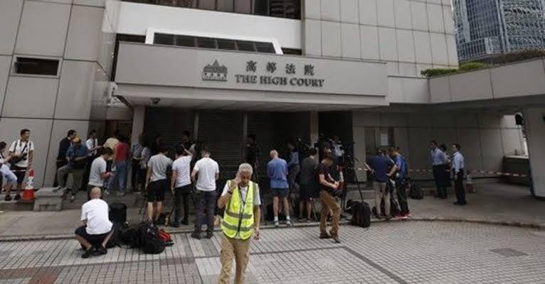 蒙面暴徒喷涂香港高院外墙侮辱法官 刑事调查队已跟进