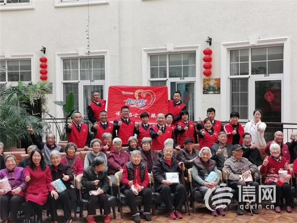 <b>崂山公交志愿者走进养老院 送去新年祝福</b>