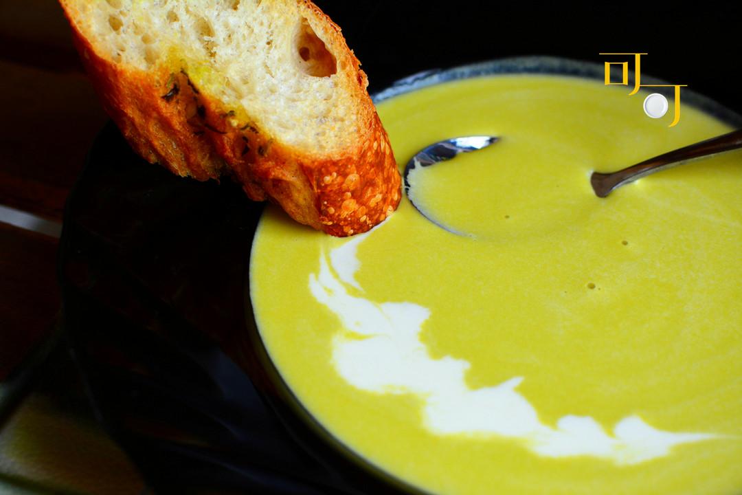 [简单几步教你做香浓细滑的奶油南瓜浓汤,过年家宴上这道菜,好吃]