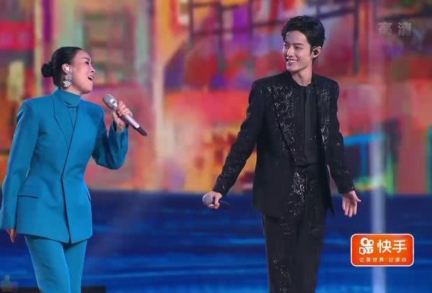 大型翻车现场 跨年晚会成假唱晚会,杨幂肖战等多位明星被疑假唱