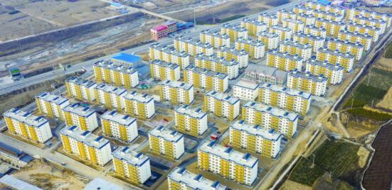 武易传奇发布网临县:搬出穷山沟 住进新房子