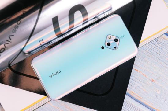 vivoS5成功打入时尚圈,还进入了《昕薇》豪华小样礼盒内