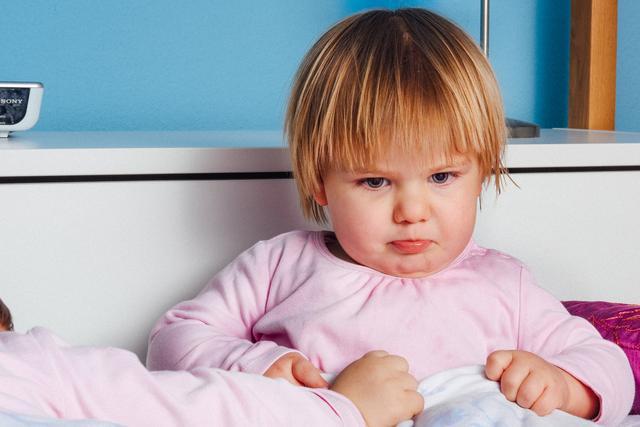 二胎父母别这样教育娃,对他影响很大,别怪孩子长大不孝顺