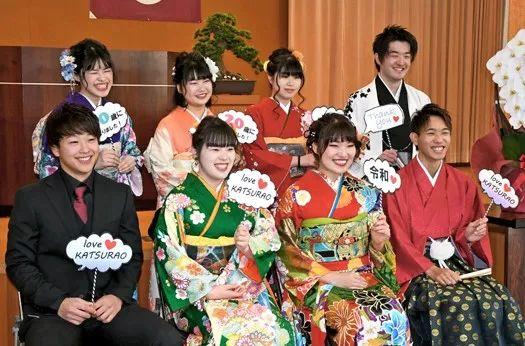 日本令和年代首个成人式!和服少女扎堆自拍