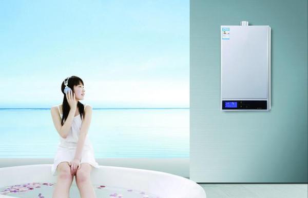 电热水器和燃气热水器对比,哪个洗澡更节省?别再贪便宜选错了!