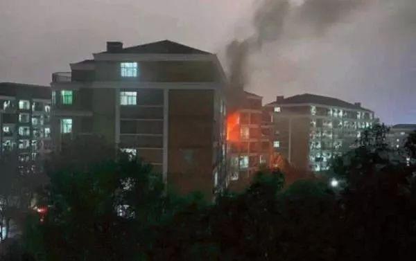 热文:【安全常识】浙工大学生宿舍着火,燃烧有多猛烈?