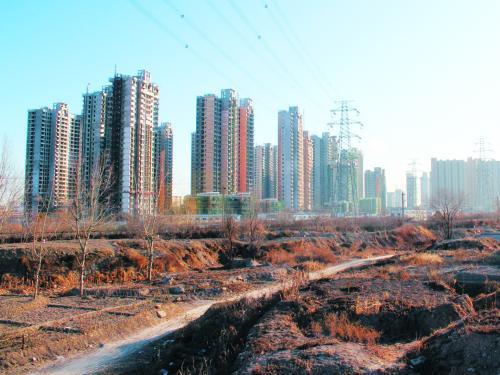 """今年楼市""""钱紧""""预期依旧 土地市场大概率低热度运行"""