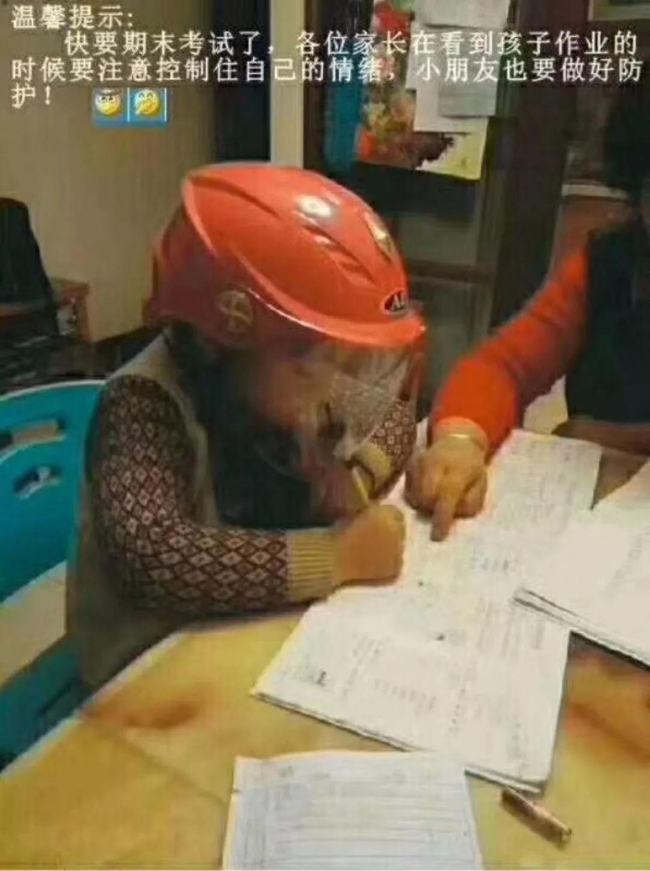 论萌娃写作业时,求生欲有多强:爸爸我给你鼓掌!