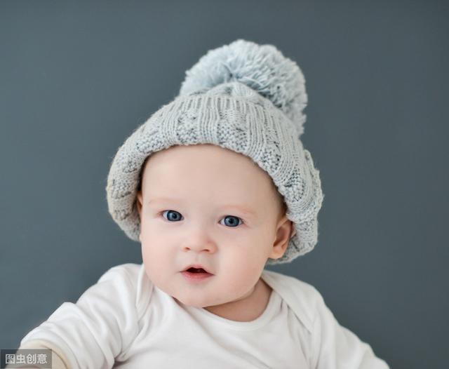 0至2岁宝宝大运动发育对照表,快看看你家娃发育达标了嘛