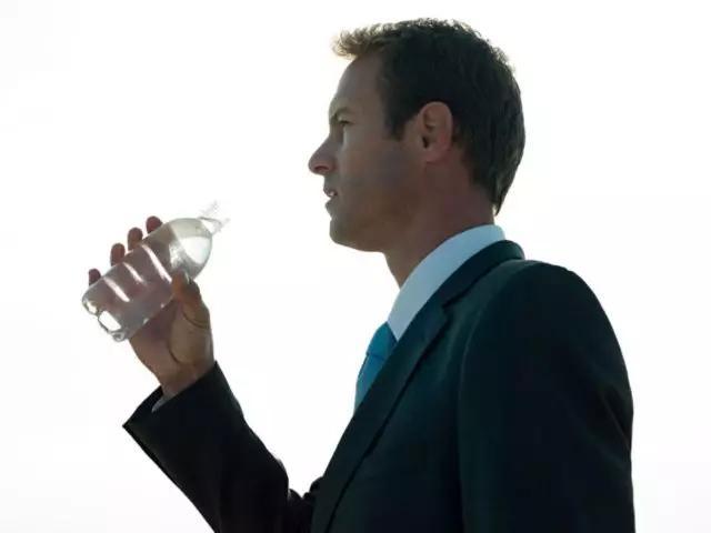 男人若想要肾脏健康,三物要少吃,三事要多做,尿毒症或许不来扰!