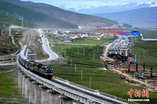 """<b>青藏铁路""""白衣天使""""的守护:创世界铁路史随车医疗先河</b>"""