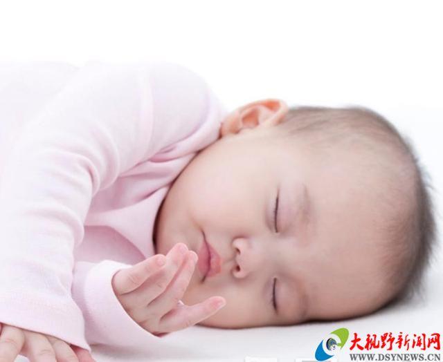 """到底是什么神秘力量,让中国父母给孩子""""睡扁头"""""""
