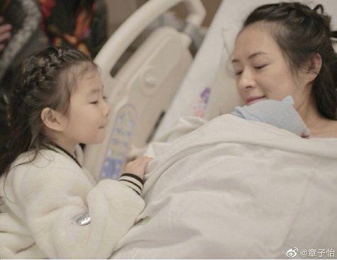 章子怡在順產生子后又要母乳喂養,自曝催乳的痛苦,網友稱贊偉大