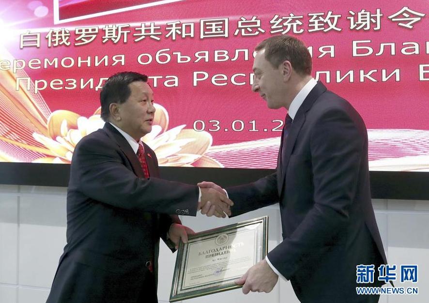 向华胜老婆中国公民成为首位获颁白