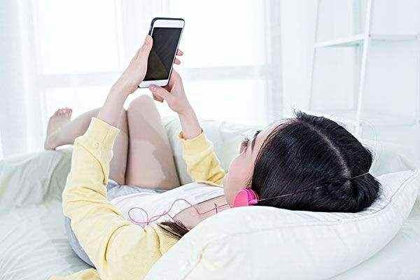 坐月子还可以玩手机吗?预防月子病,这8件事不能做