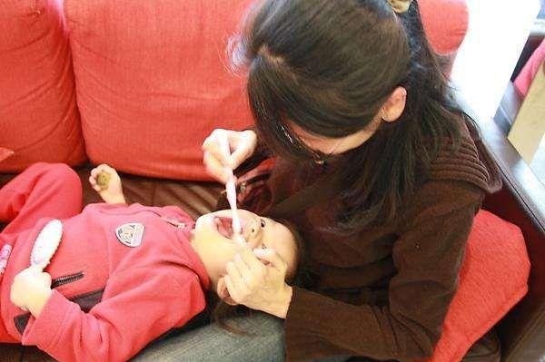 """5岁儿子口臭被同学嫌弃,妈妈带去就医,取出的""""东西""""让人难忍"""