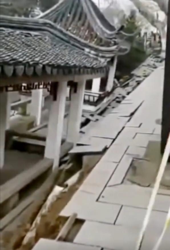 苏州十全街塌陷商户撤离,初判系河道清污导致
