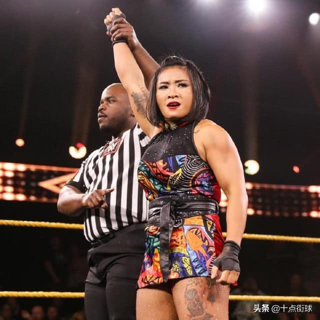 WWE首位中国女将展现好身材!满身肌肉不输男性,大腿纹身最显眼