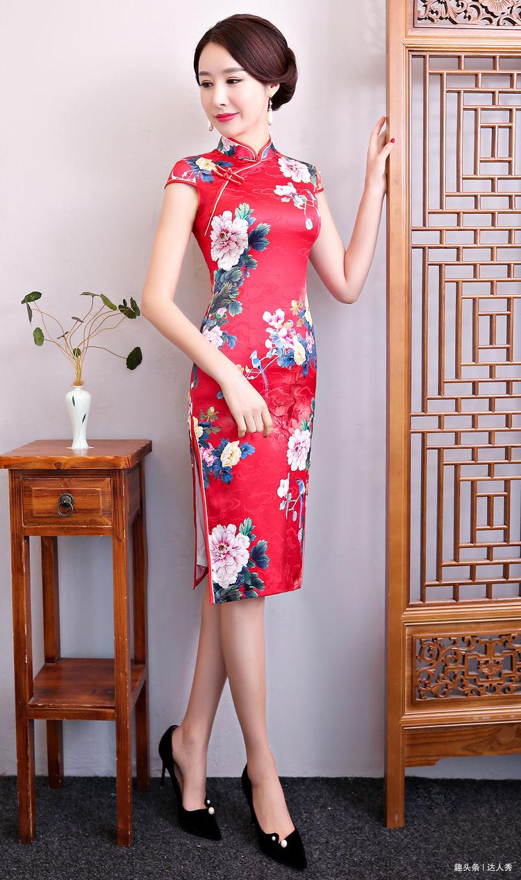 红色旗袍需要搭配什么颜色的丝袜和高跟鞋才好看?