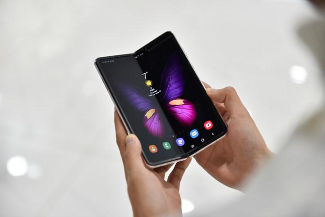 折叠屏开启奢华手机新篇章 心系天下三星W20 5G评测