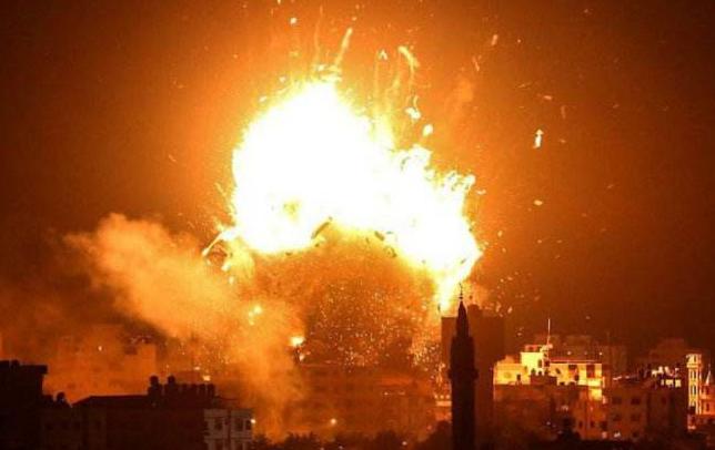 复仇开始!伊朗祭出红色战旗几小时后,美使馆和兵营遭火箭弹袭击_苏莱曼尼