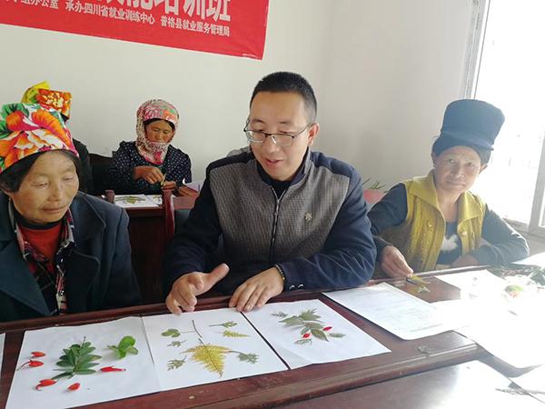 澎湃新闻:90后第一书记·故事|王新:去年12月,我们全村人脱贫了