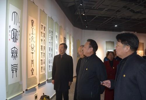 《汉字对称艺典》编著李京的非凡长征路