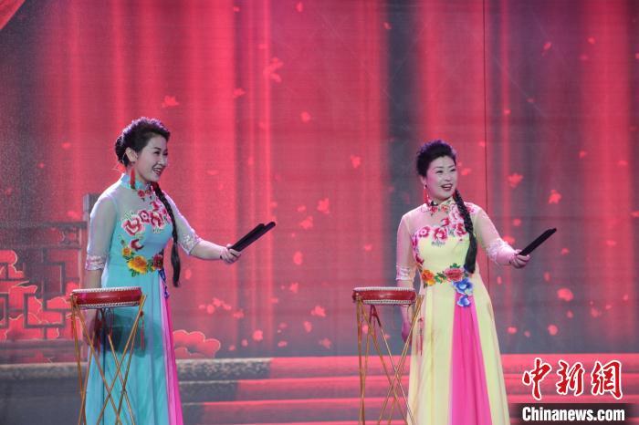 鼓书说唱团体年入上千万元 传统曲艺助山西长子农民增收