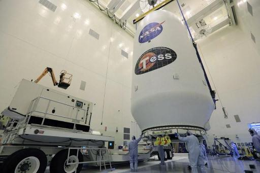 """NASA发现首个可宜居的""""地球大小""""行星!或有液态水"""