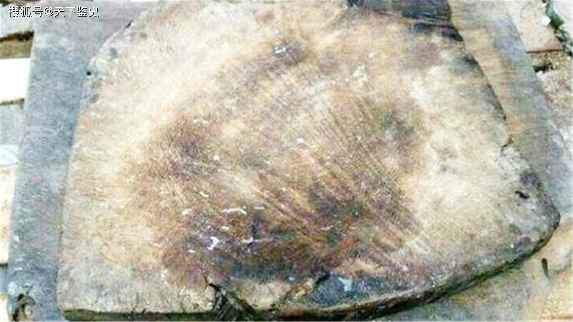 原创            四川小伙从家中找出一块旧菜板,百年不开裂,找人鉴定后一夜暴富