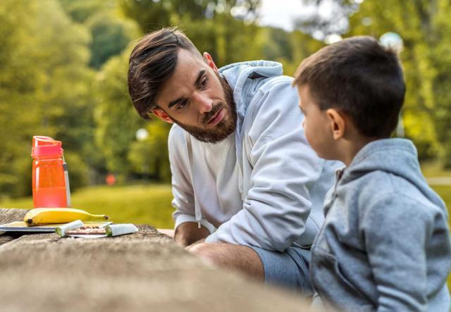 """毁掉孩子眼界的不是穷养,而是家长的""""畸形""""节俭,很多家庭都有"""