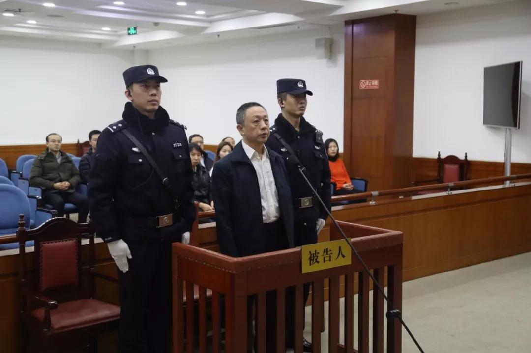 人保投资控股原总裁刘虹受审 被控收受索取2371万元