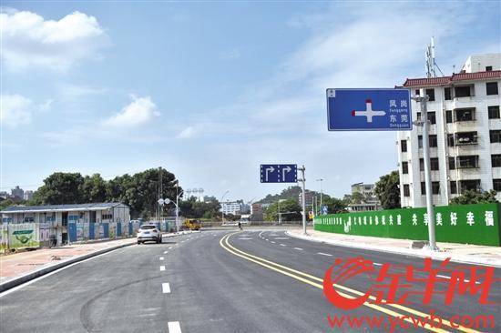 """凤岗""""七路八桥""""工程首条道路通车"""