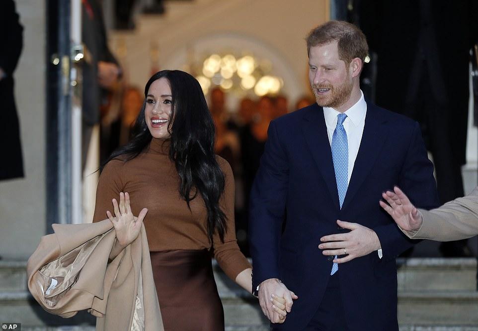 """哈里王子夫妇突然宣布""""退出""""王室身份,寻求经济独立,女王震怒"""