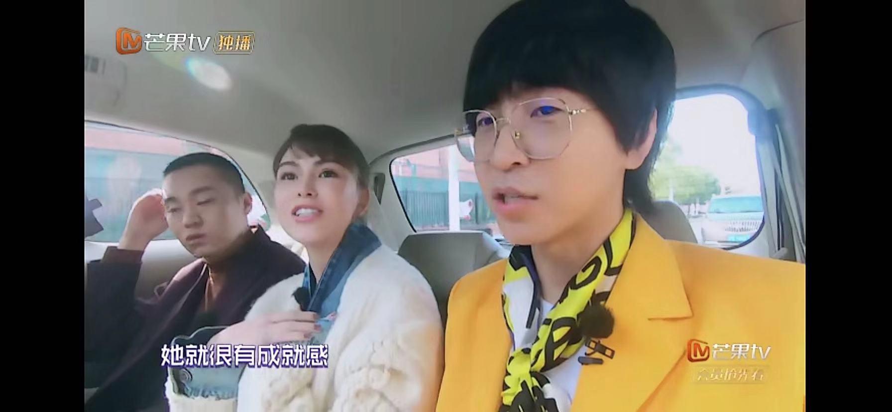 吴昕和昆凌爆料自己的妈妈闲不住,一个怼网友,一个帮自己带孩子