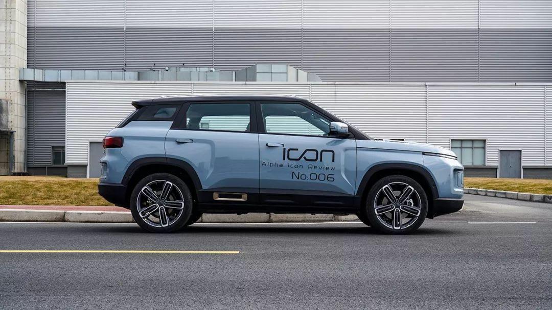 视频  |  这台车应该可以出现在科幻电影中  |  Y车评