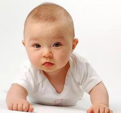 宝宝头发黄而稀疏,是营养不良或缺乏微量元素的表现吗?