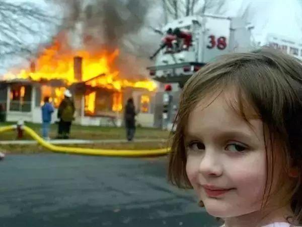 """""""我们家着火了,太好了,我把书包都甩进去了!""""幸灾乐祸是孩子的本性吗?"""