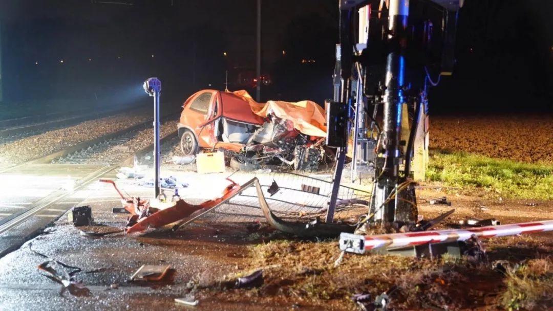 推荐:荷兰新闻短平快(荷火车撞汽车造成死亡等)——1月8日