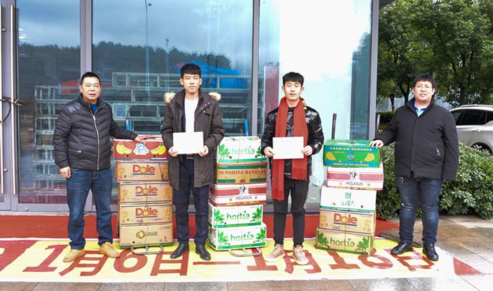東北3小伙向常州5街道慈善超市捐贈1400斤水果