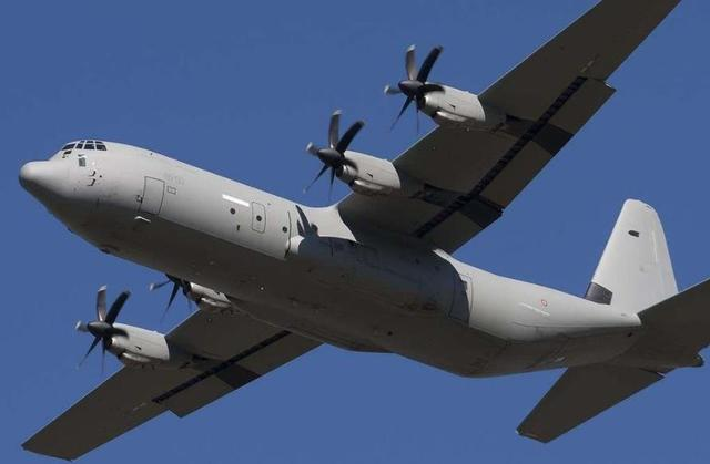 乌克兰客机刚出事,又一架飞机降落时坠毁,机上载有60名维和军人