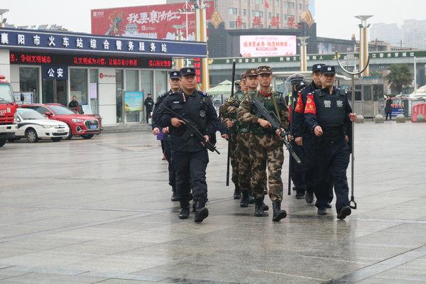 春运首日 襄阳铁警全力护航旅客平安出行