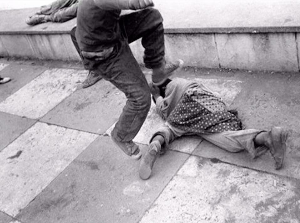 """""""妈妈抱抱我""""4岁女儿遭亲妈虐待再没醒来,闭眼前的话让人泪"""
