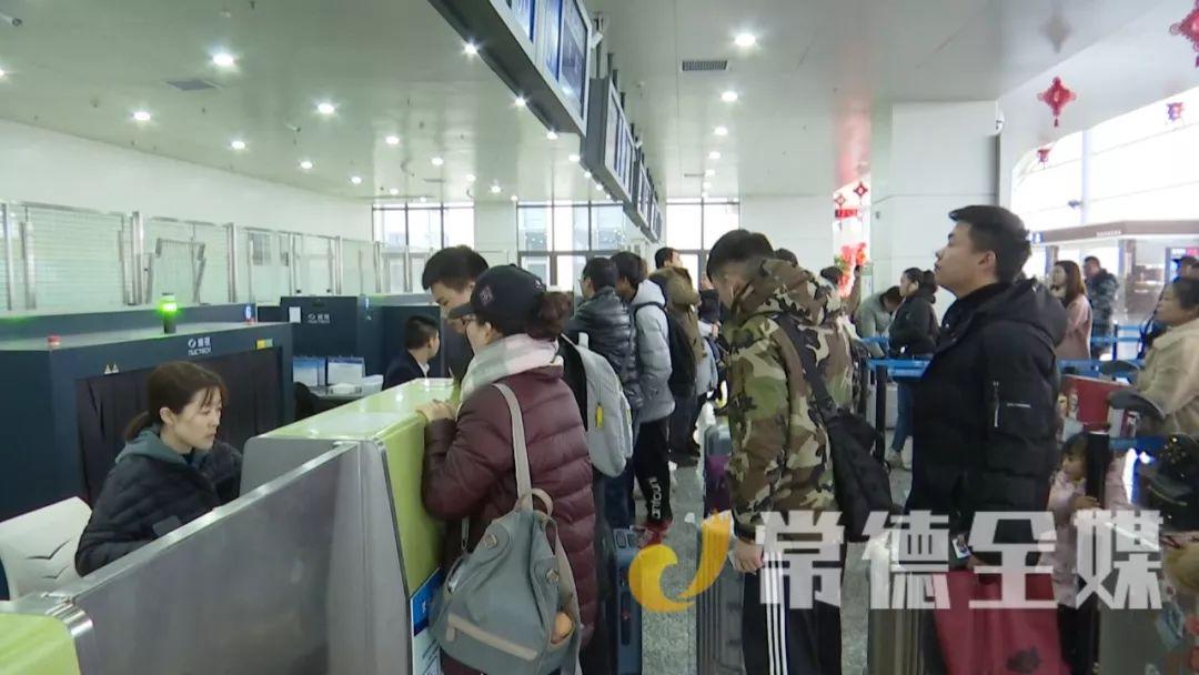 桃花源机场进出港客流达3400人次
