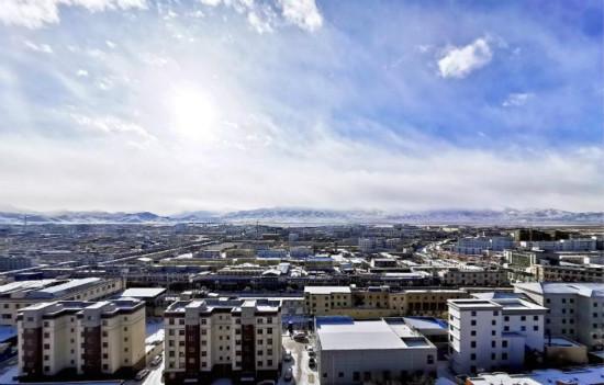 <b>气候公报显示:西藏平均气温每10年上升0.4℃</b>